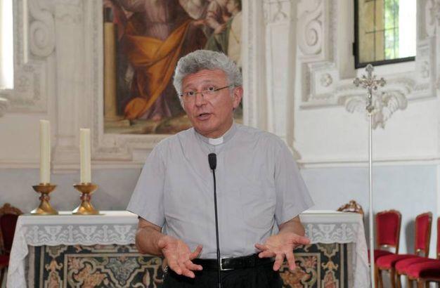 Il parroco, monsignor Giansante Fusar Imperatore (Canali)