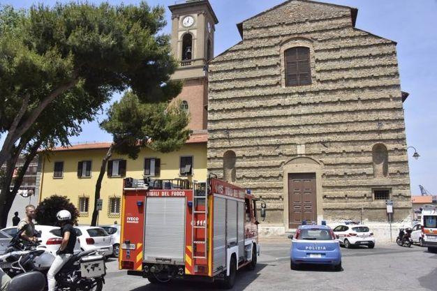L'intervento dei vigili del fuoco (foto Novi)