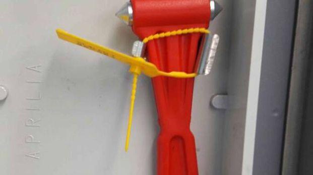 L'aggressore del treno ha usato un martelletto come questo per ferire (Orlandi)