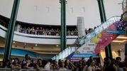 La folla nel centro commerciale I Petali