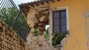 I muri crollati (foto Calavita)
