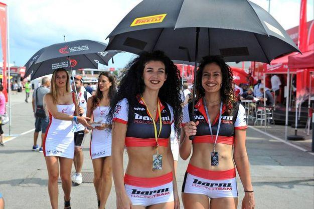 Le sexy ombrelline (foto Petrangeli)