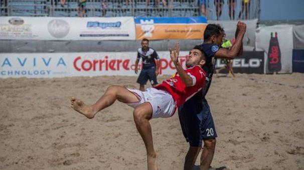 Pisa beach soccer: Lorenzo Vaglini in azione