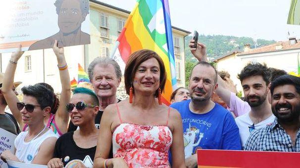 Brescia Pride, nella foto al centro Vladimir Luxuria (La Presse)