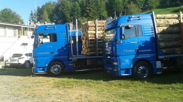 La sfilata dei camion oggi alle Piane di Mocogno e a Pievepelago (Foto Milena Vanoni)