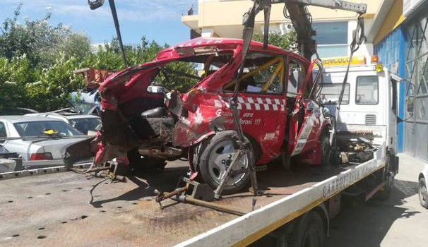 San Marino, incidente mortale al rally: l'auto distrutta (Foto Pruccoli)