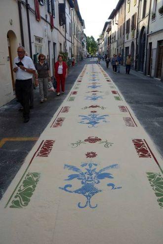 Camaiore, i tappeti di segatura: Gruppo Archeologico (foto Aldo Umicini)