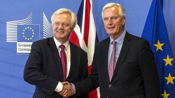 David Davis e Michel Barnier: iniziano i negoziati per la Brexit (Olycom)
