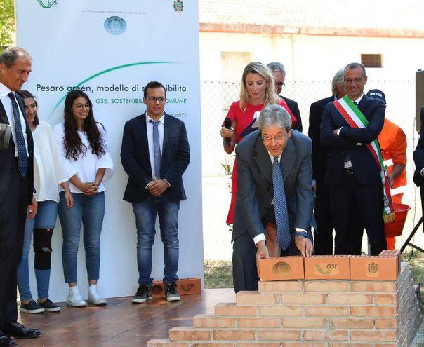 La posa della prima pietra alla nuova scuola media Olivieri di via La Marmora (Fotoprint)