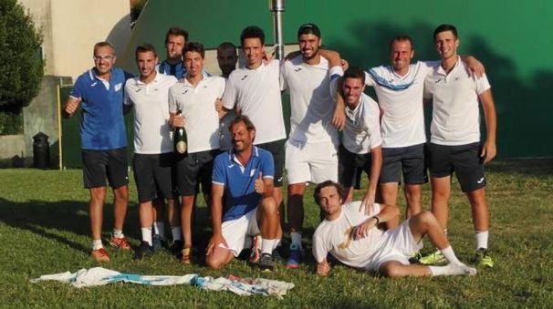 La squadra e i tecnici del tennis club Lecco