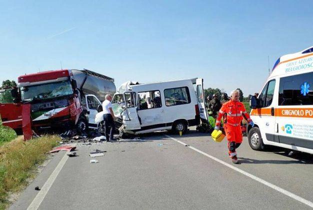 Le vittime sono  due volontari della  Croce Azzurra Belgioioso, alla guida del pulmino (Torres)