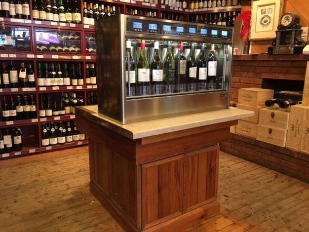 I dispenser della Wineemotion in un locale di Manchester