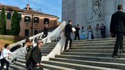 L'ingresso della sposa in chiesa (Lapresse)