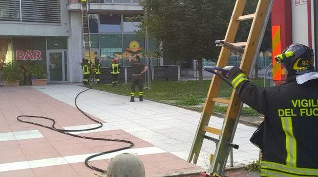 Ufficio In Fiamme : Codogno fiamme in un appartamento vicino alla stazione. paura tra i