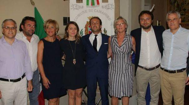 Il sindaco Alessandro Del Dotto con la nuova squadra di assessori