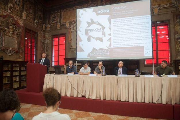 Gli ospiti dell'open day di Bologna Experience alla biblioteca dell'Archiginnasio (foto Schicchi)