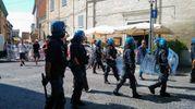 La celere che da via Cavour ha accompagnato il corteo fino a piazza Costanzi