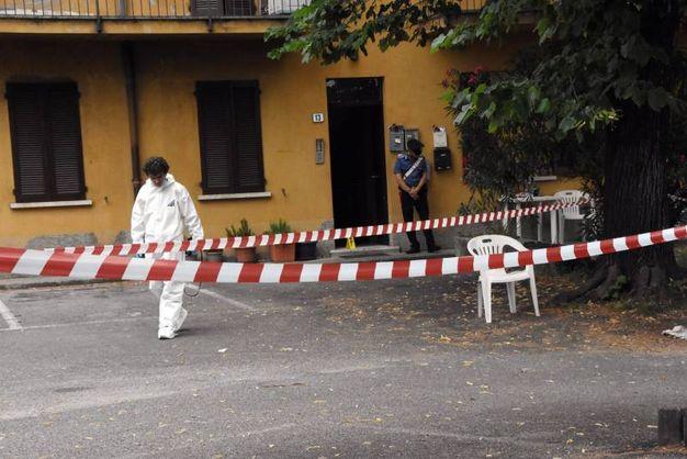 Il corpo della vittima è stato trovato in un cortile, poco lontano dalla sua abitazione (Brianza)
