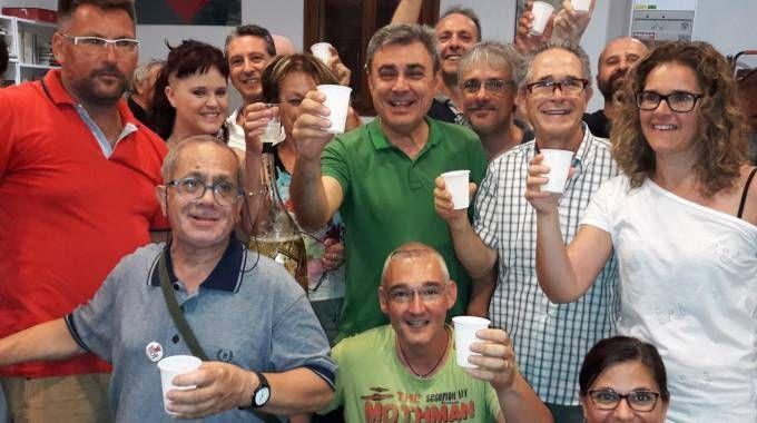 Budrio il nuovo sindaco Mazzanti festeggia la vittoria