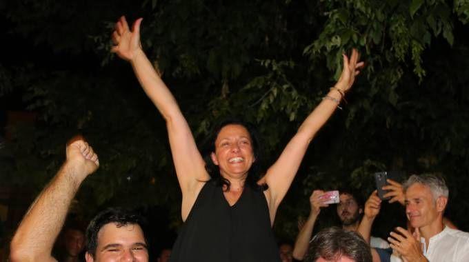 Renata Tosi, esulta dopo la rielezione a sindaco di Riccione (Foto Petrangeli)