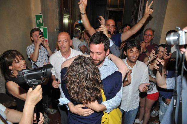 Tambellini e l'ingresso in Comune (Acerboni / FotoCastellani)