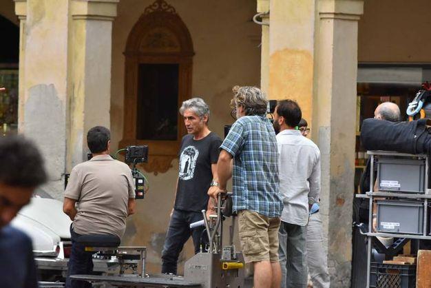 Il set in piazza San prospero (foto Artioli)