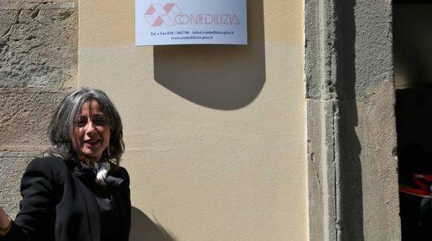 La presidente di Confedilizia Pisa, Barbara Gambini, davanti alla nuova sede dell'associazione, in via Santa Maria
