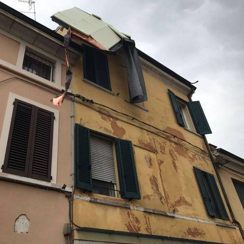 Un pezzo di copertura si è staccato dal tetto