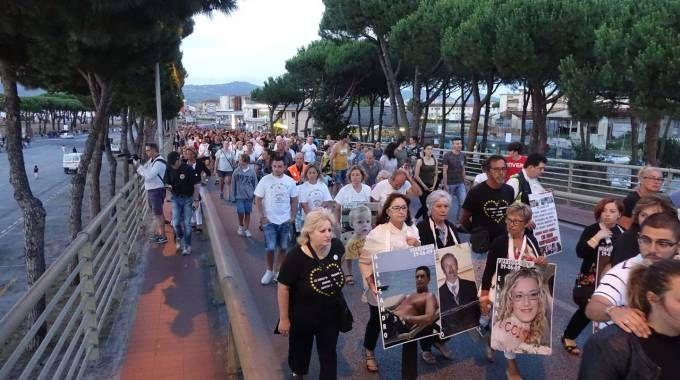 Corteo in ricordo della strage di Viareggio (foto Umicini)