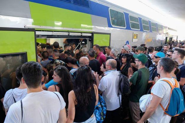 Ressa in stazione per salire sui treni diretti a Modena (foto Schicchi)
