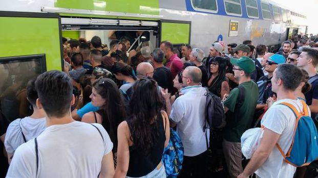 Migliaia di fa di Vasco in stazione a Bologna cercano un posto per andare a Modena