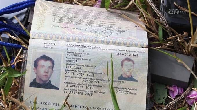 Il passaporto del fotoreporter italiano (Ansa)
