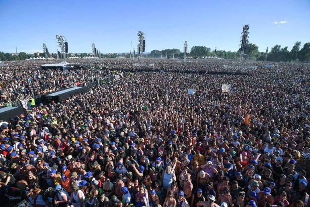 La folla immensa di Modena park (Foto Ansa)
