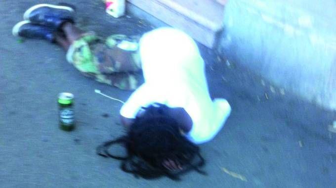 Una foto scattata da un residente della zona, alle 7 del mattino, è la scena che si sono trovati davanti i cittadini