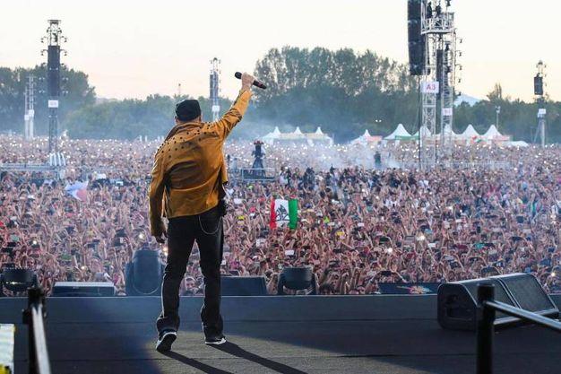 Vasco Rossi saluta i fans (Foto Ansa)