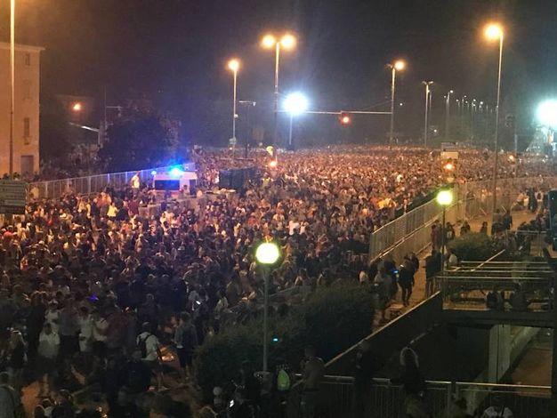 L'uscita degli oltre 220mila fan di Vasco Rossi dopo il concertone a Modena Park