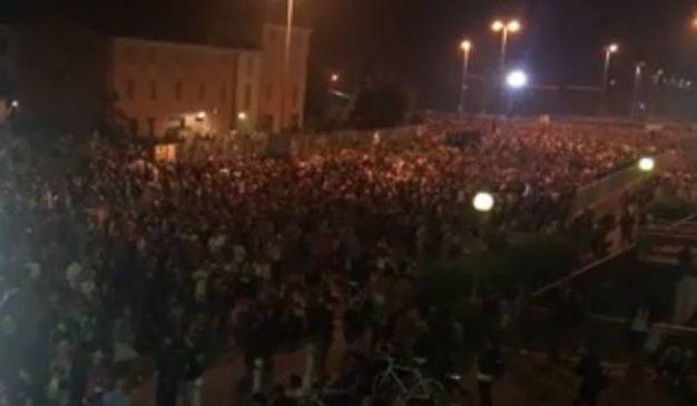 Un fiume di gente esce da Modena Park