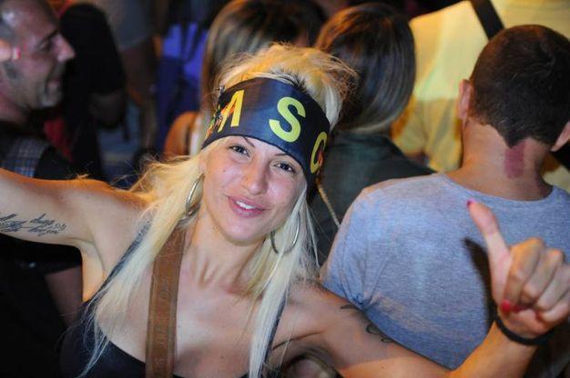 Una fan con la bandana di Vasco (foto Fiocchi)