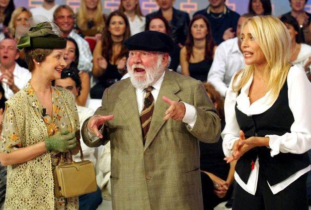 Con Milena Vukotic e Mara Venier durante una puntata di 'Domenica in', Roma 22 settembre 2002 (Ansa)