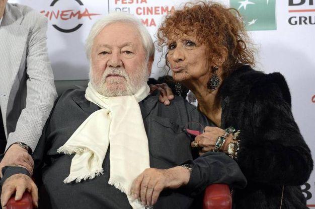 Con l'attrice Anna Mazzamauro (Ansa)