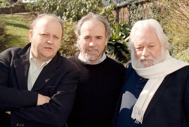 Con Massimo Boldi e Antonio Ricci nel 1997 (Ansa)