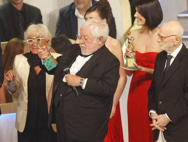 L'attore riceve un premio speciale durante la cerimonia di consegna dei David di Donatello nel 2009 (Ansa)