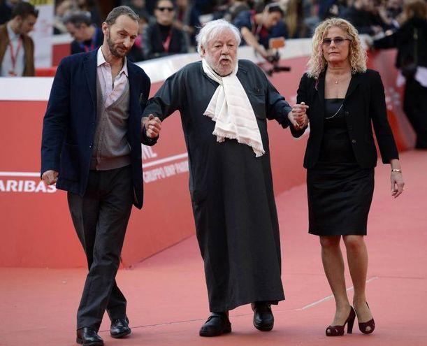Con i figli Piero ed Elisabetta (Ansa)