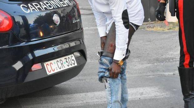Reggio Emilia, rissa a bottigliate in via Turri: uno dei feriti (Foto Artioli)