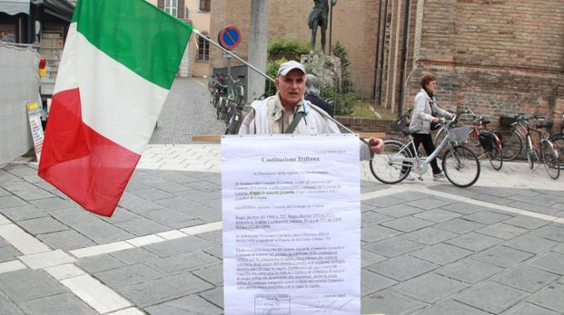 Graziano Castiglia durante una delle sue manifestazioni in centro
