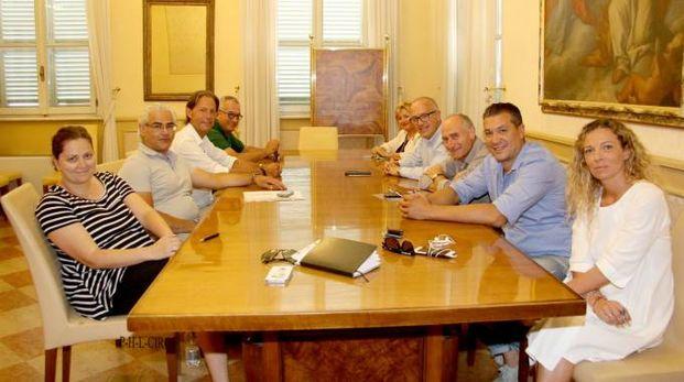 Il sindaco Ciarapica con la giunta e il segretario generale