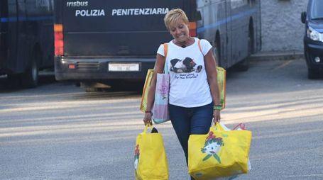 Daniela Poggiali esce dal carcere (Foto Schicchi)