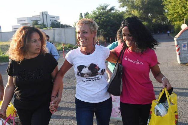 Le sorelle dell'ex infermiera di Lugo, Barbara e Claudia Poggiali, hanno accolto con le lacrime la decisione della Corte (Foto Schicchi)
