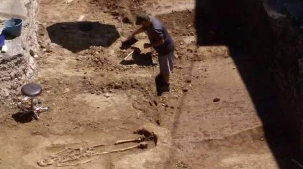 L'immagine di uno degli scheletri riemersi