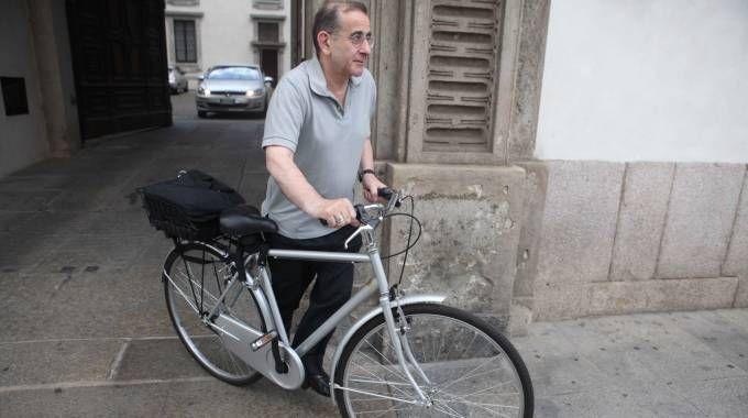 Mario Delpini inforca tutte le mattine l'amata bici